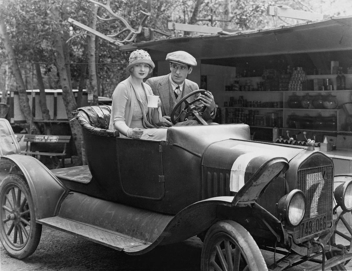 Photo Noir Et Blanche Voiture Ancienne Couple Acheter Photo Noir