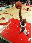 Photo Michael Jordan dunk vue du panier
