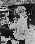 Photo noir et blanc de Brigitte Bardot avec son chien