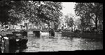 Toiles imprimées Photo noir et blanc pont sur les quai à Amsterdam
