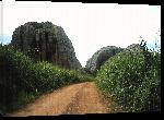 Toiles imprimées Photo chemin de terre entre rocher en Angola