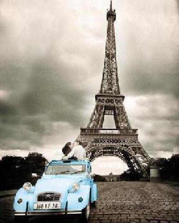 poster romance devant la tour eiffel