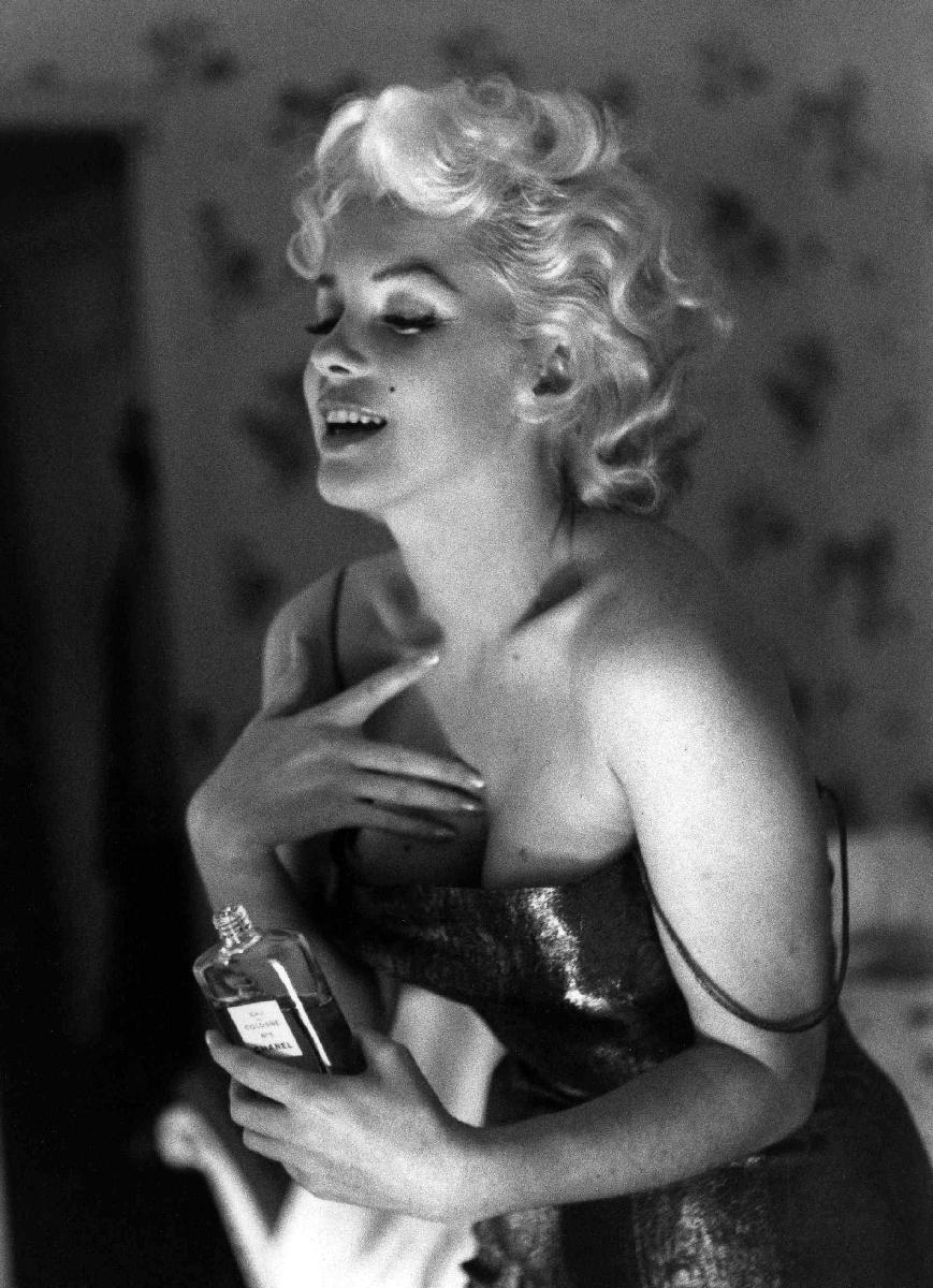 poster noir et blanc de ed feingersh marilyn monroe chanel. Black Bedroom Furniture Sets. Home Design Ideas