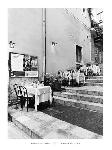 Photo noir et blanc de Monte Nagler Tables on the Steps, Taormina
