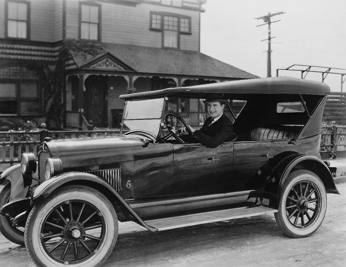 photo voiture ancienne noir et blanche acheter photo voiture ancienne noir et blanche 46148. Black Bedroom Furniture Sets. Home Design Ideas