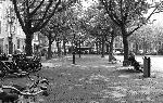 Photo noir et blanc d'une place à Amsterdam
