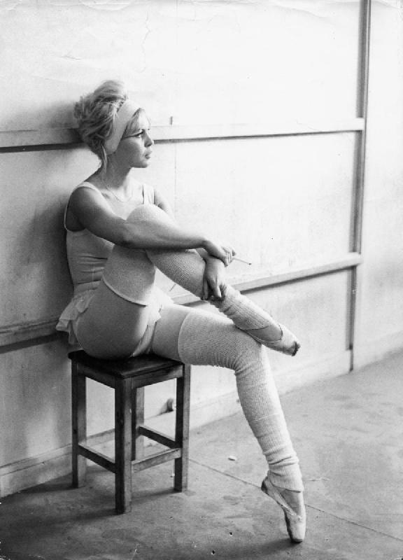 photo noir et blanc de birgitte bardot en danseuse acheter photo noir et blanc de birgitte. Black Bedroom Furniture Sets. Home Design Ideas