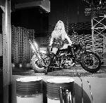 Photo noir et blanc Brigitte Bardot Harley Davidson