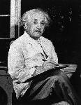 Photo noir et blanc Albert Einstein écrivant sur une feuille