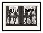 Poster pré encadré Time life Ballet dancers in Window