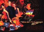 Affiche du film Jems Bond Le Monde ne suffit pas